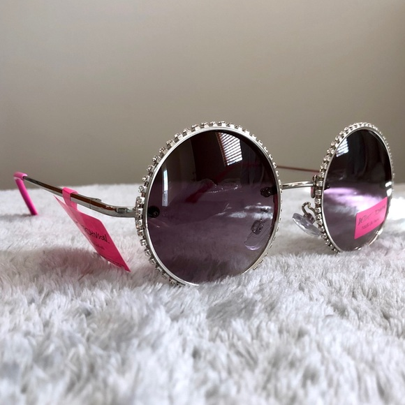 725493b9950b Betsey Johnson Accessories